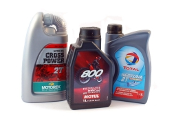 Motor oil for 2-stroke engines