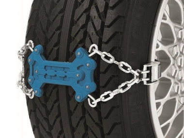 Snow chains with fixtures. Set of 2